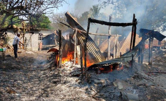Fuego consume una vivienda en Valles; una persona sufre quemaduras