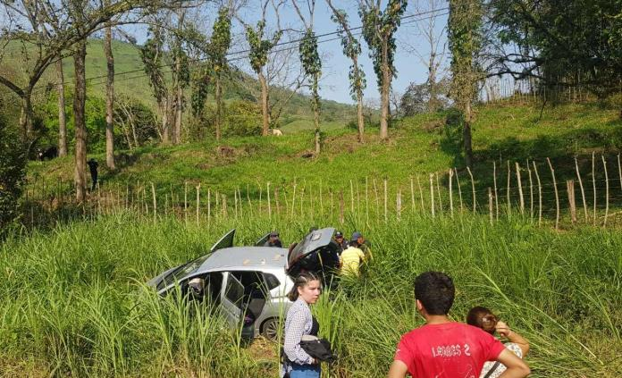 Mujer resulta herida en un accidente vehicular