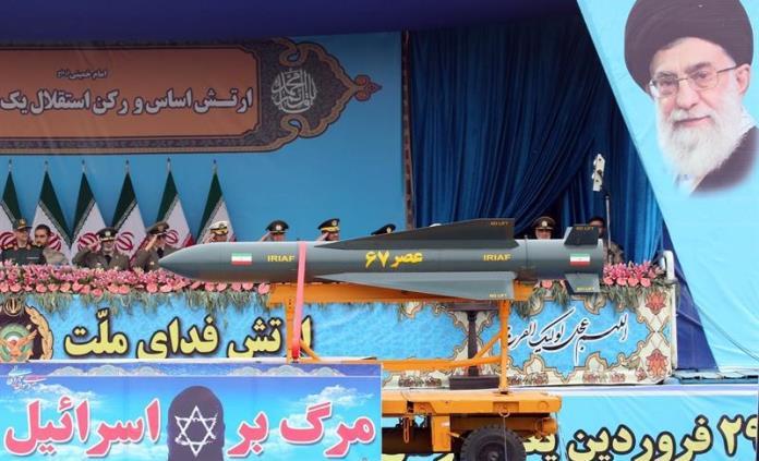 Irán presume cazas de combate nativos para conmemorar el