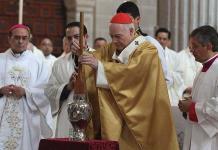 Aguiar Retes pide a sacerdotes seguir ejemplo de Cristo en la Catedral