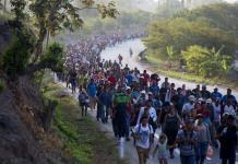Falta de ayuda frustra a migrantes de nueva caravana