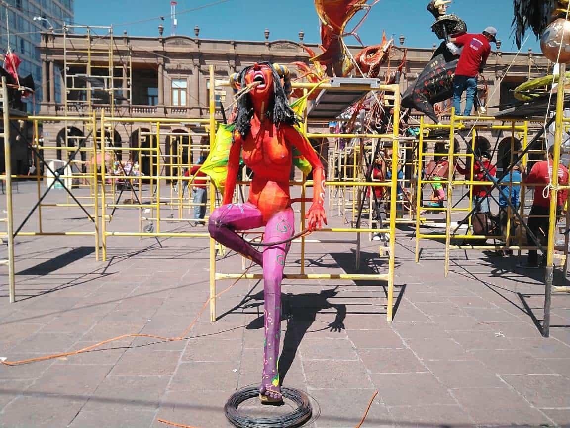 Venezuela: muñecos de Trump, Guaidó y Maduro protagonizan 'Quema de Judas'