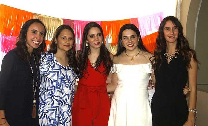 Lupita Álvarez Barcena es nueva profesionista