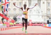 Keniata Eliud Kipchoge impone en Londres segunda mejor marca mundial