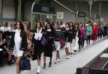 Un viaje en tren por París para descubrir el Chanel después de Lagerfeld