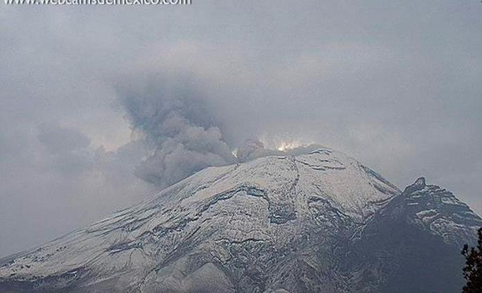 Reportan explosión del Popocatépetl con contenido de ceniza