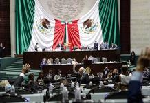 Legisladores de Morena arremeten contra el INE y Lorenzo Córdova