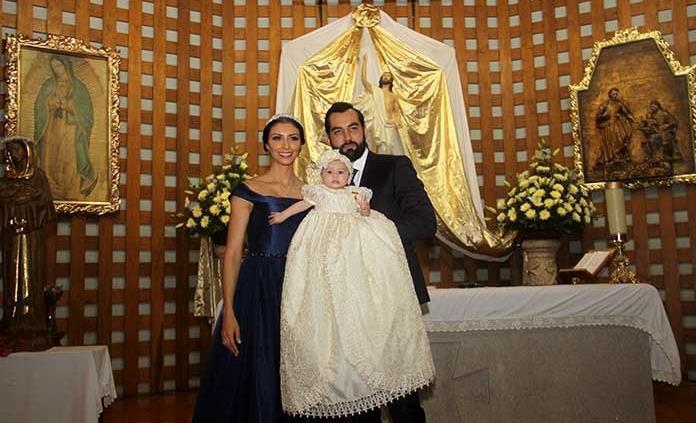 Sylvana Ortega Lárraga recibe el bautismo