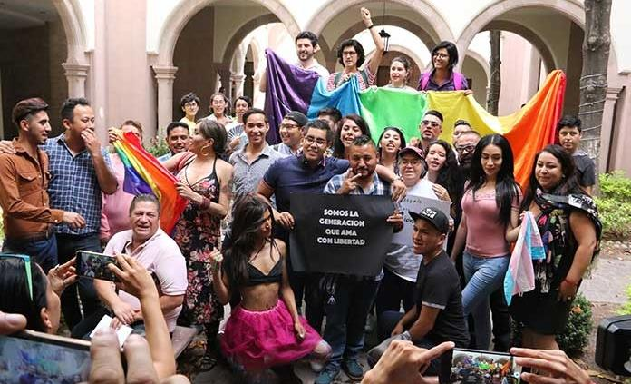 Congreso alarga otra semana voto del matrimonio igualitario