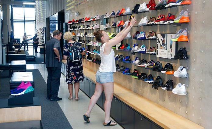 Nike lanza escáner de pie para conocer talla ideal de zapato