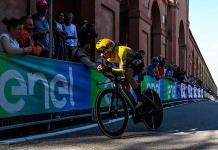 Roglic vuela en la contrarreloj de apertura del Giro de Italia