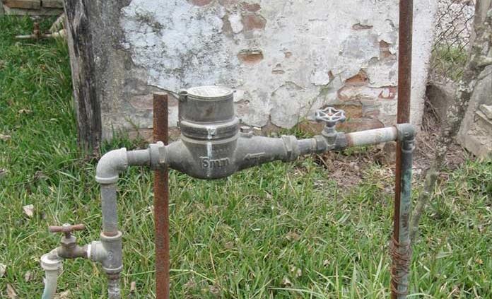 Detectan tomas de agua clandestinas en varias colonias