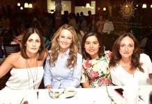 Radiante mamás de los alumnos del Colegio del Bosque e Instituto Andes