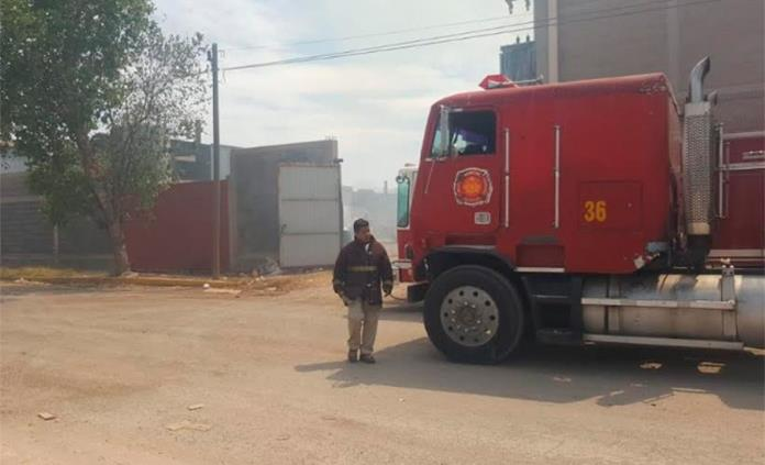 Arde una cartonera en Zona Industrial; sólo hay daños materiales