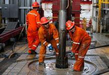 Refinanciación y menor carga fiscal serán positivas para Pemex, dice BBVA