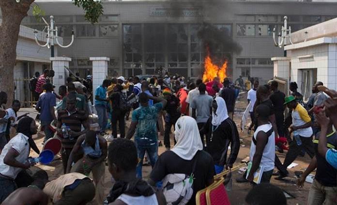 Atentan contra iglesia en Burkina Faso; 6 muertos