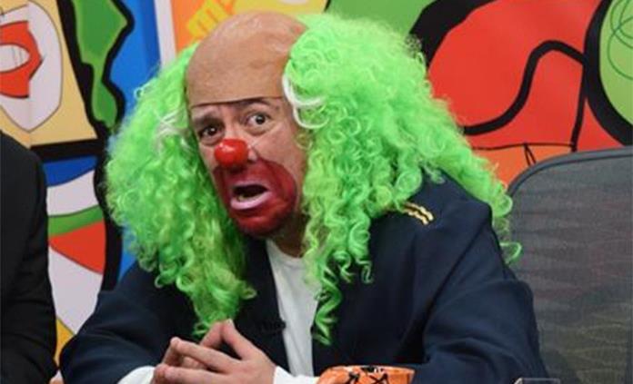Ataca Brozo a AMLO: 'hay un elenco fijo en las mañaneras'