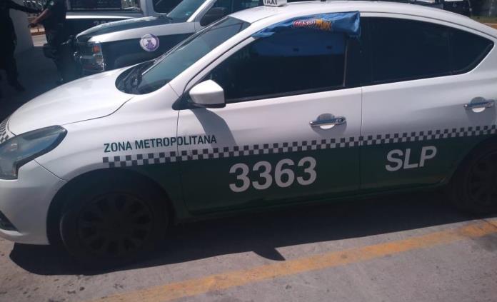 SCT saca de circulación taxi involucrado en asalto a empresa de telefonía en Carranza