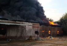 Incendio arrasa con una fábrica de muebles