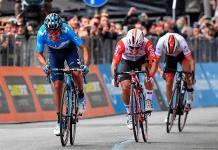 Carapaz gana la cuarta etapa del Giro y Roglic sigue líder