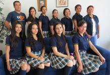 Diez jóvenes buscar ser reina de su preparatoria