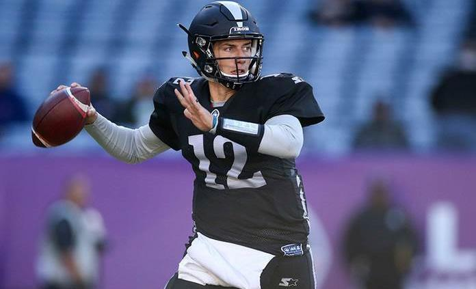 Eagles cortan al quarterback Luis Pérez