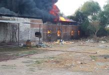 Se incendia mueblería en El Aguaje