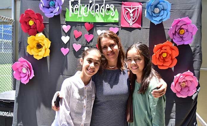 Atractivo festival artístico a las mamás
