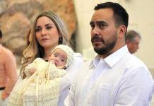 Ana Valdez Zarzosa recibe el bautismo