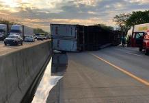 Camión se voltea y derrama miel en autopista de Indiana
