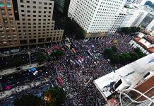 Miles de brasileños protestan contra recortes de Bolsonaro a la educación