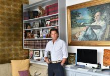 Roberto Palazuelos presume su biblioteca y se burlan de él en Twitter