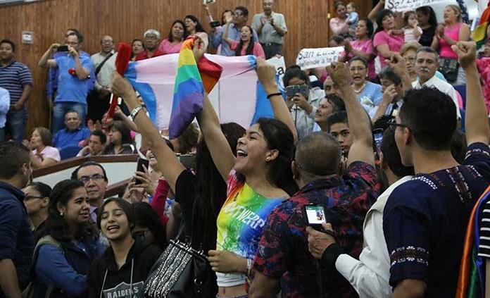 Legalizan uniones igualitarias en SL