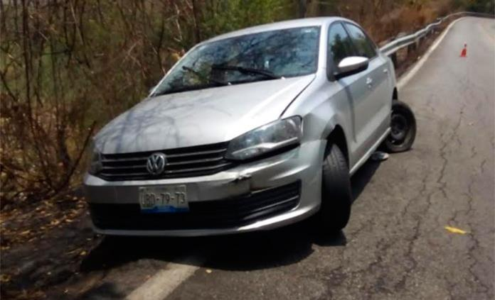 Dos choques en la carretera libre Valles-Rioverde; sólo daños materiales