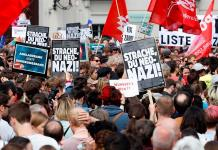 Miles de personas exigen la dimisión del Gobierno austríaco tras escándalo de líder ultra