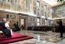 Usen su poder para buscar la verdad, recomienda Papa a corresponsales extranjeros