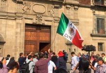 Inicia en Palacio Nacional reunión entre AMLO y la CNTE