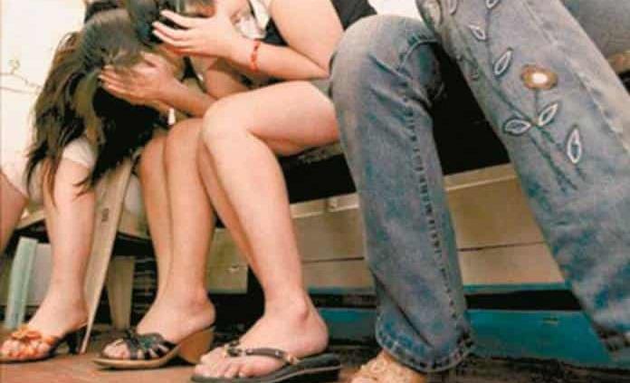 Liberan a 7 presuntas víctimas de trata en bar de Tlalnepantla