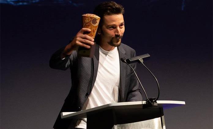Diego Luna recibe premio al Artista Distinguido de ISPA