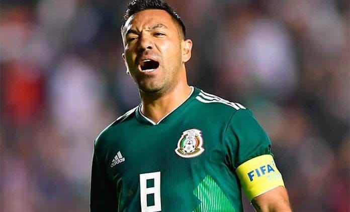 Marco Fabián deja al equipo de Xavi Hernández