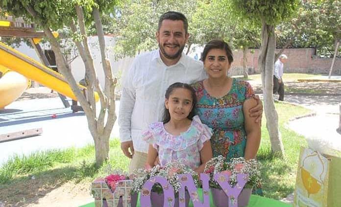 Mónica Bahena Reyes realiza su primera comunión