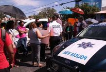 Vecinos bloquean avenida; tienen tres meses sin agua