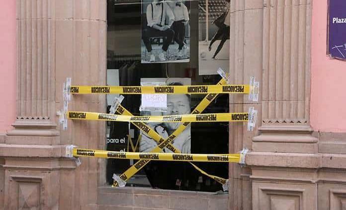 Detienen a presunto ladrón de celulares; lo consideran sospechoso de robo en tienda de trajes