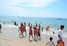 Visitantes saturan playas de Sinaloa durante el fin de semana