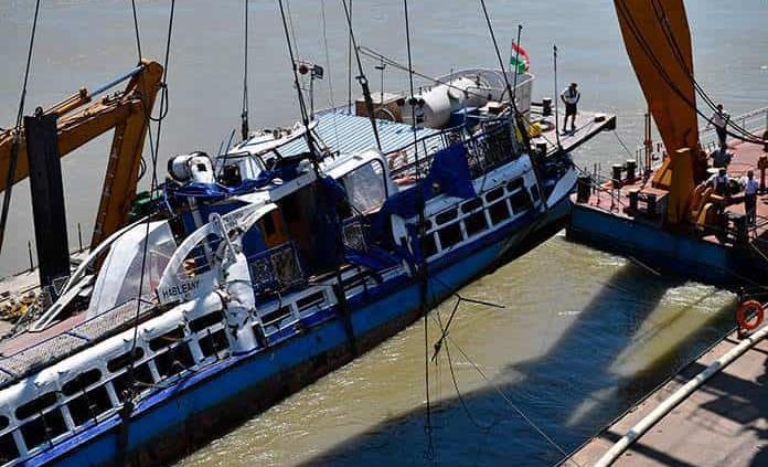 """Reflotan el barco """"Sirena"""" y recuperan cuatro cadáveres"""