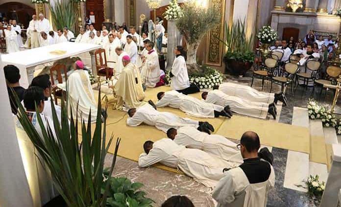 Nuevos sacerdotes y diáconos son egresados universitarios