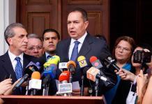 Diputado venezolano acusado de rebelión huye a Colombia
