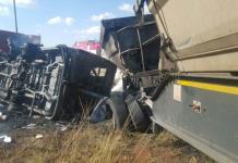Al menos 24 muertos en un choque de autobuses en el noreste de Sudáfrica
