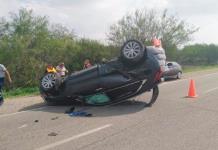 Conductor vuelca en su camioneta sobre la Cd. Valles-Tampico