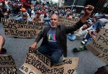 Protestas reciben a Michelle Bachelet